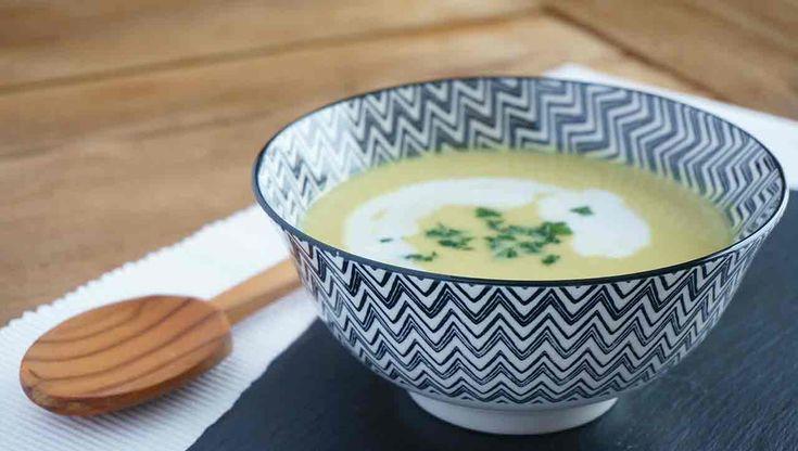 Diese cremige Blumenkohlsuppe ist der Hit für die kalten Tage ➤ Dazu sehr schnell zubereitet. ✓Zutaten klein schneiden ✓Köcheln lassen ✓Mixen ➤ Fertig!
