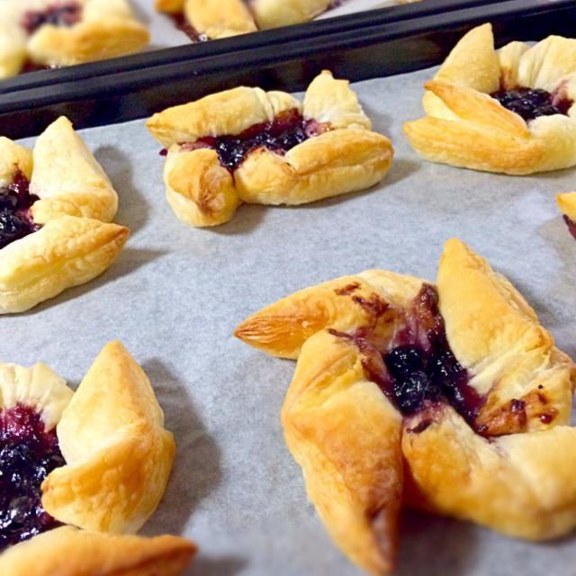 息子が、今年のサンタさんへのおもてなしは、サンタさんの食べ慣れた物がいい!とフィンランドのお菓子を調べて、クリスマスのパイで子供でも作れる簡単なの発見!!夜中にお菓子作り…いい子なのか悪い子なのか… - 10件のもぐもぐ - ヨウルトルットゥ by なお