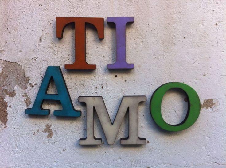Letras grandes realizadas en DM, en diferentes colores. Ideales para decorar con palabras o la inicial.