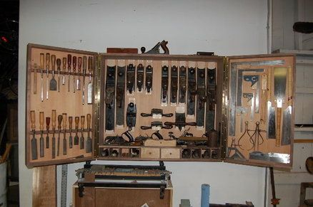 Hanging tool cabinet