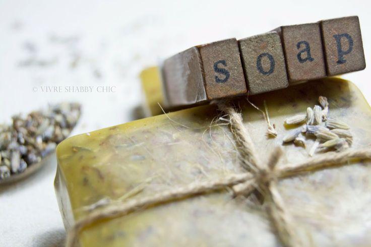 Sapone fatto in casa al profumo di Lavanda. Handmade soap