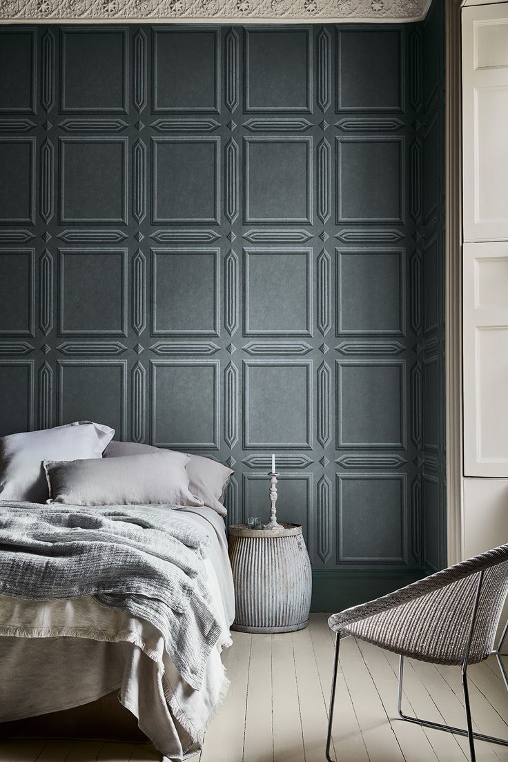 Wallpaper: Old Gloucester Street – Tome Woodwork painted in: French Grey Mid 162 Floor painted in: French Grey Mid 162