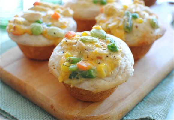 Chicken Pot Pie Cupcakes!!!: Recipe, Chicken Pot Pies, Muffins Tins, Comforter Food, Pot Pie Cupcakes, Chicken Pots Pies, Homemade Biscuits, Cupcakes Rosa-Choqu, Pots Pies Cupcakes