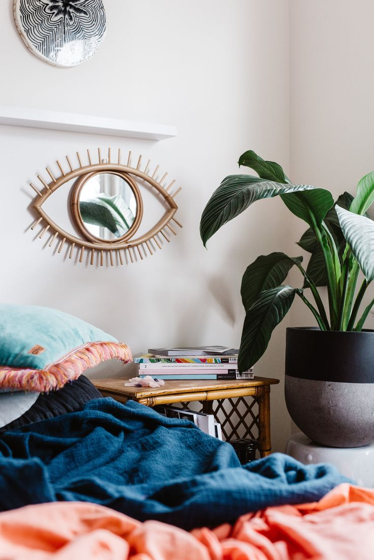 Peace Lily, Spathiphyllum, On The Side pot, Hails and Shine shoot.