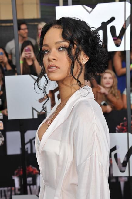 The pop princess looks effortlessly beautiful with her hair pulled back and a few loose tendrils framing her face. #rihanna #hairstyles