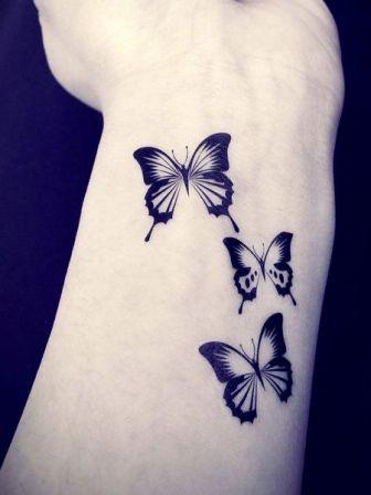 Tatouage poignet papillon
