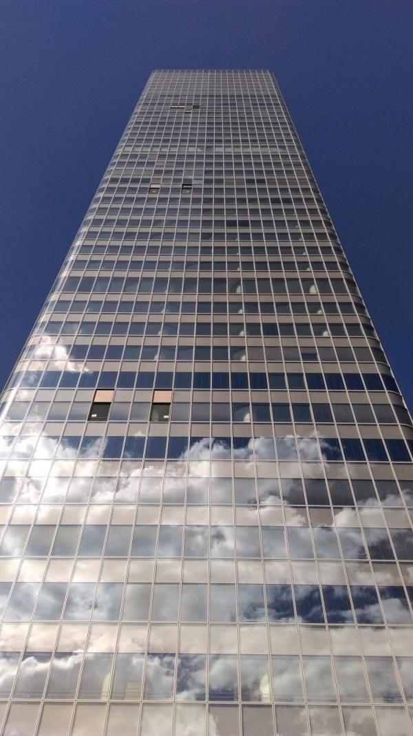 La tour Incity est un gratte-ciel de bureaux situé dans le centre d'affaires de la Part-Dieu à Lyon. Située à l'angle de la rue Garibaldi et du cours Lafayette, en lieu et place de l'ancienne tour UAP, détruite en 2012, la tour Incity culmine à 202 mètres de hauteur. La tour est, en 2016, le plus haut gratte-ciel de Lyon, devant la tour Part-Dieu et la tour Oxygène, et le troisième plus haut gratte-ciel de France (flèche comprise) derrière la tour First (La Défense) et la tour Montparnasse…