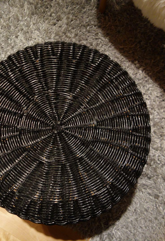 Tee-se-itse-naisen sisustusblogi: Hand Painted Rattan Footrest.