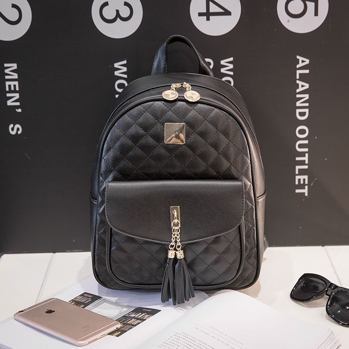 women high quality black pu leather travel backpack with tassle teenager girl cute small travel backpack Mochila para mujer