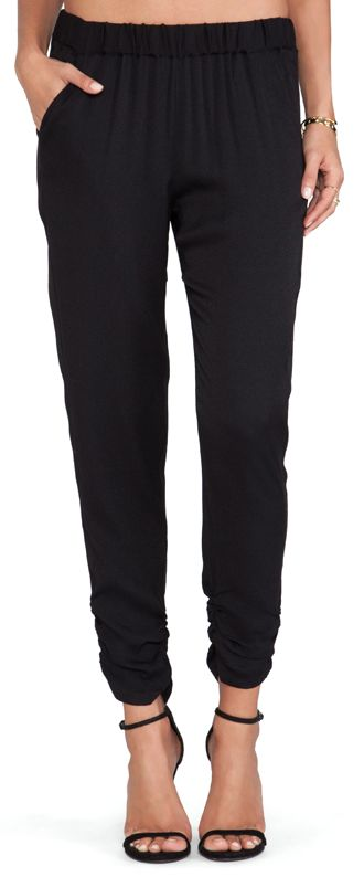 ruches ankle pants  http://rstyle.me/n/pty2spdpe
