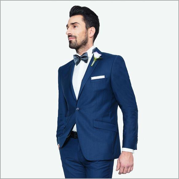 Pan Młody w niebieskim garniturze na ślub i niebieskiej muszce Giacomo Conti - sprawdź garnitury ślubne 2015 marki Giacomo Conti i kolekcję ślubną dostępną w salonach mody.