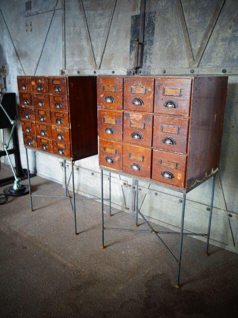 vintage meubelen-industrieel,brocante, lampen, tafels ,stoelen 049 67x47x125 495,-