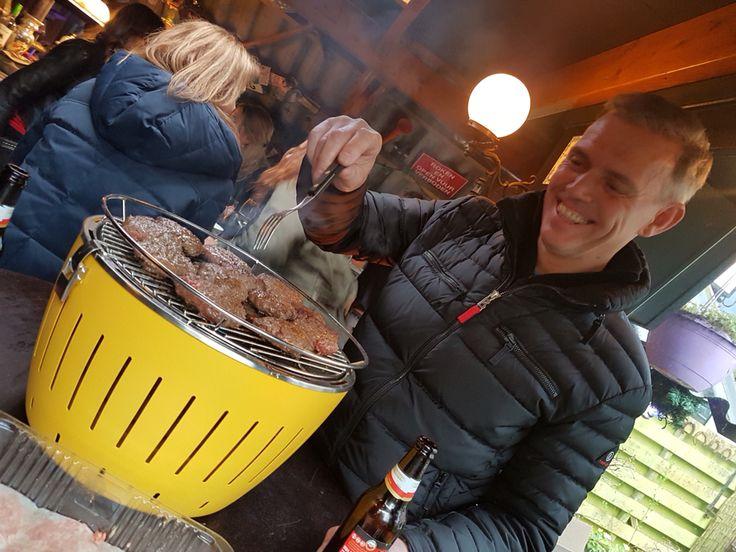 #Lotusgrill #rookvrij #houtskool #tafelgrill | weer leuke foto's mogen ontvangen van zéér tevreden klanten 👍🏼 | buitenkoken | tafel barbecue |