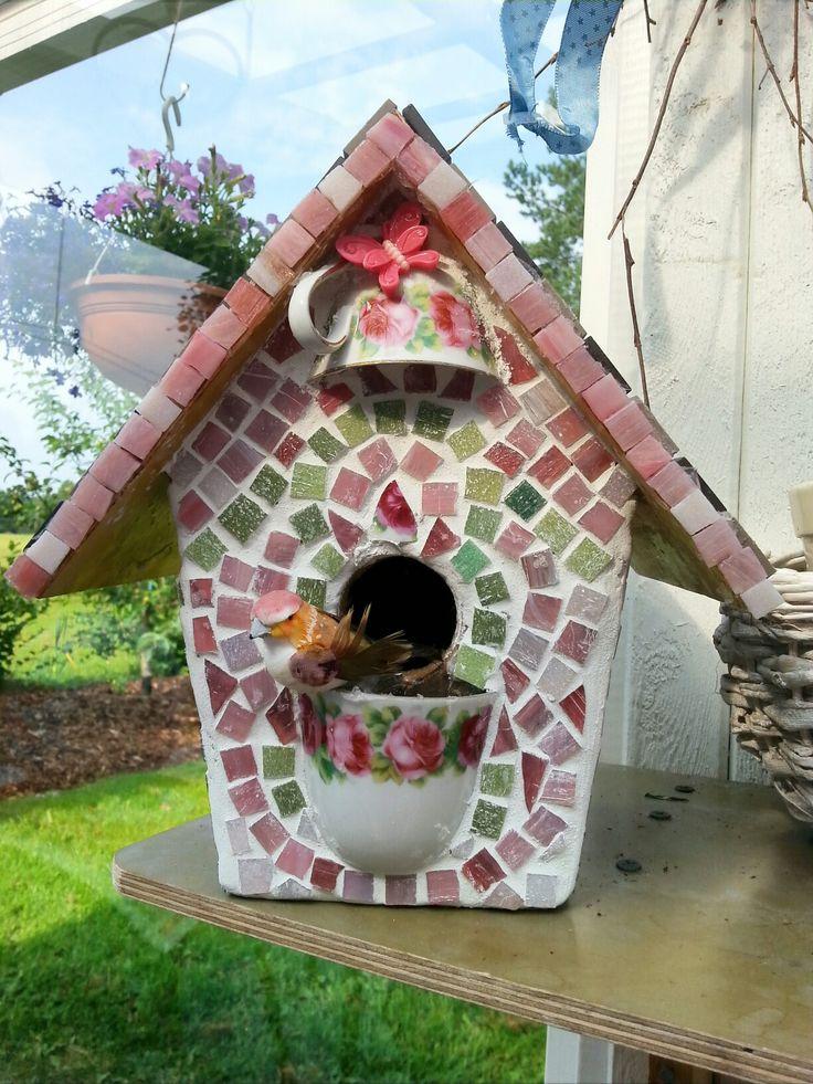 Birdhouse with glassmosaic.