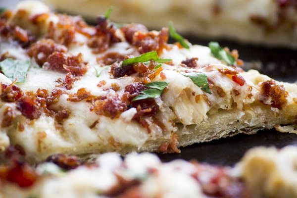 We need to talk about this Chicken Bacon Ranch Flatbread pizza. Like whoa! My family was literally fighting over the last piece at dinner last night. I mean, not like real fighting, just family fighting.