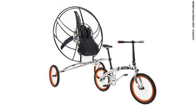 世界初?「空飛ぶ自転車」 英国の発明家が開発