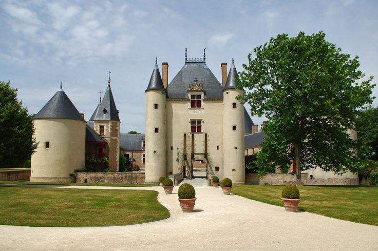 Замок Шамероль, долина Луары, Франция - Chateau de Chamerolles, France
