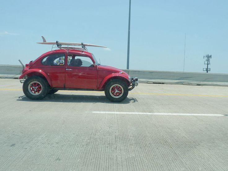 OK, not the first Baja Bug to grace these pages, but certainly (IMHO) a pretty one. This example, which looks to have been constructed from a late-'60s Beetle, was spotted in heavy traffic on US 59 in downtown Houston on a warm mid-May Saturday. Next stop, Galveston?