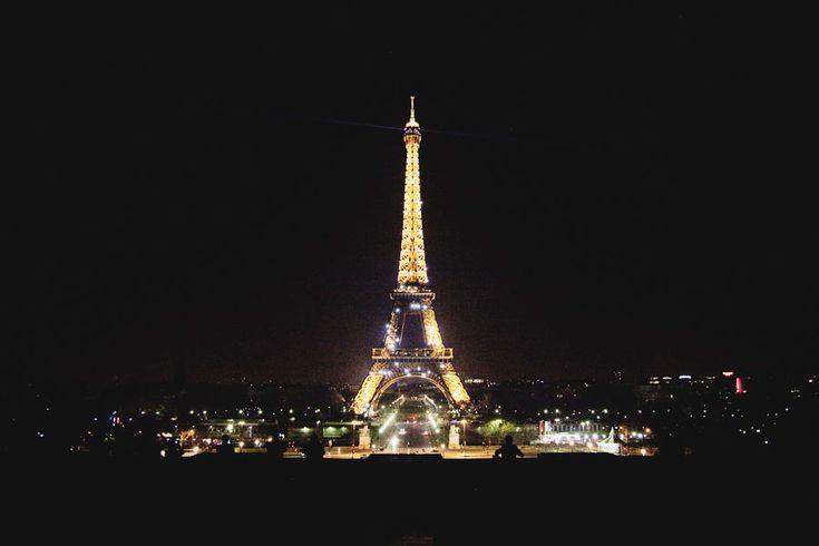 Paris, France    #dreamvacation #paris #france: A Kiss, Eye Full