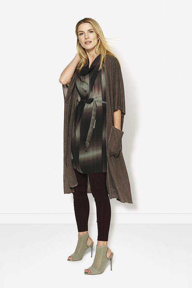 Daaaaar -gaap- gaan we weer: skinny, lang vest, high heels. En toch heeft het wel wat. Gespot bij: Didi.nl 12 sept '17