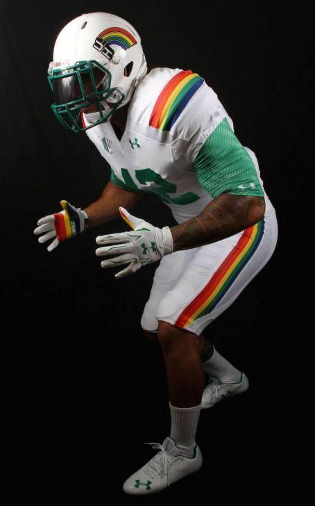 Hawaii's 2015 Retro Rainbow Uniform