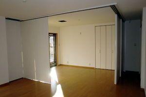 部屋の可動式間仕切りアイデア集まとめ|クローゼット 家具 リビング - NAVER まとめ