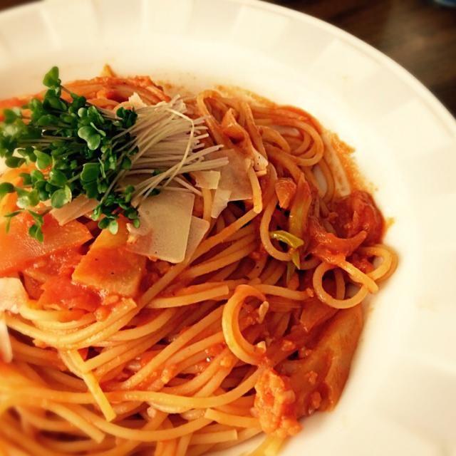 昨日作った、海老の頭で出汁を取ったスープをトマトペーストに足してパスタソース作りました♪ 美味しかったよ〜(≧∇≦) - 65件のもぐもぐ - 海老とカリフラワーのトマトクリームパスタ( ^ω^ )♪ by ayaishiyamYQS