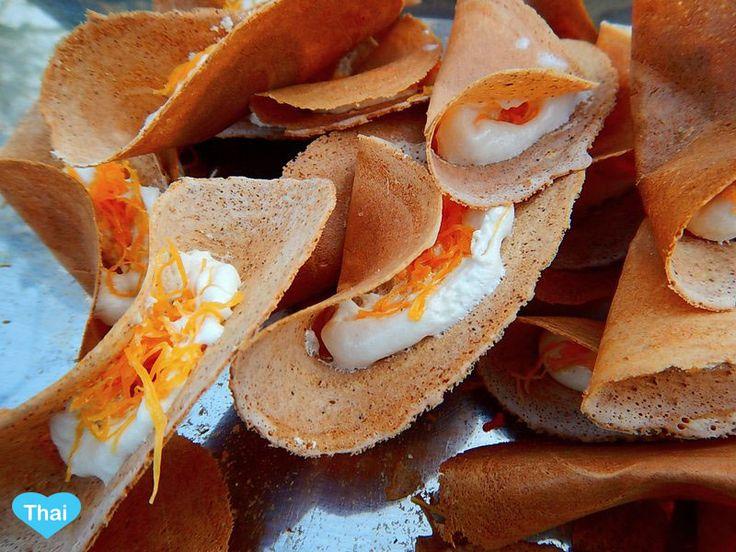Love Thai Maak: 10 Thai Desserts You Must Try - Khanom Bueang (Thai Crepes)