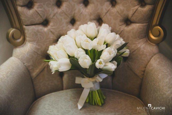 Buquê de noiva de tulipas brancas