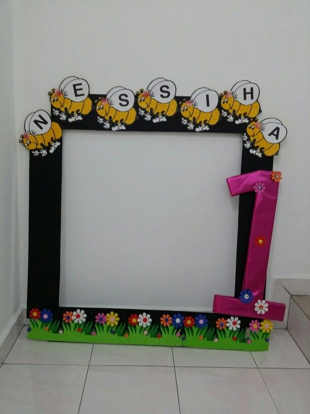 DIY Bumble bee photo booth for 1st year birhtday
