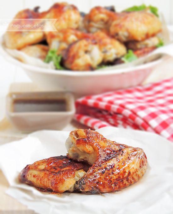 Alitas de pollo al horno Para la salsa de miel y soja: 60 gramos de salsa de soja 100 gramos de miel 1 cucharada de ketchup 1 cucharada aceite de oliva 2 cucharadas de vinagre 50 minutos aproximadamente a 180ºC.