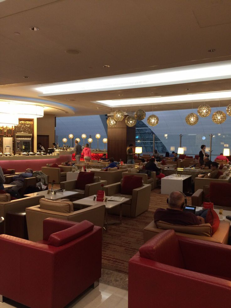 Emirates Business Class Lounge Dubai. Sunscreen Required Blog Review.