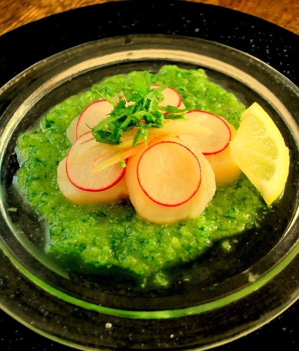 爽やかグリーンソースのホタテのカルパッチョ