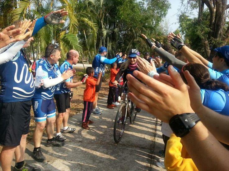 Thai children and residents cheering for us bikers #Thaicharitybikeride #BGH #BGHdzung http://beyondgoodhealthclinics.com.au/