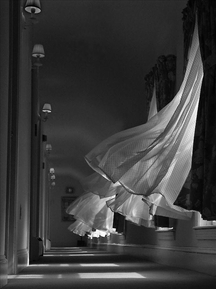 Впереди #лето, на смену тяжелым портьера спешат #занавеси из тюля... #window #кружево #декорокон #decoration #fabric