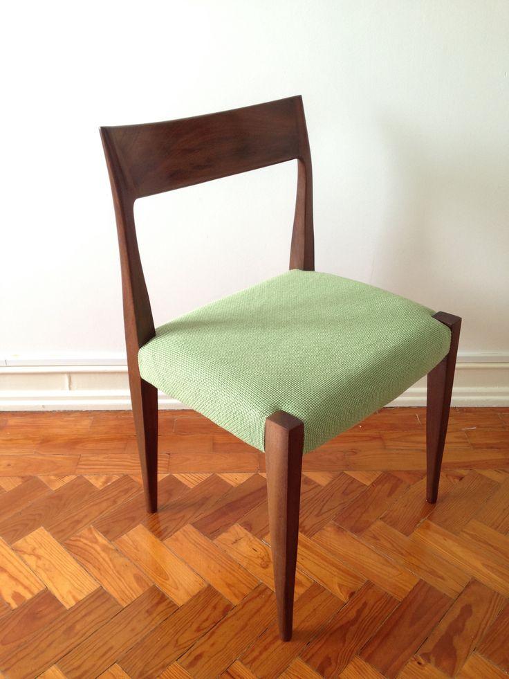 Cadeira vintage em madeira recuperada e re-estofada. 150€