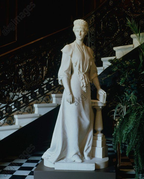 A statue of Empress Elisabeth in the Hermesvilla