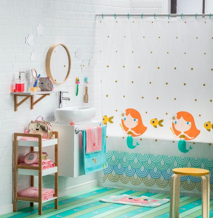 Encuentra los accesorios perfectos para decorar el baño de tu hija. Podrás encontrar cortinas con entretenidos motivos, piso y toallas de baño. Además, contamos con diversos diseños de cosmetiqueros para que guarde todos sus accesorios.