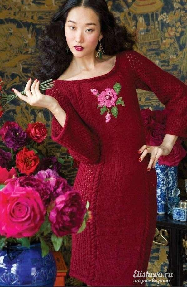 Красивое красное платье с цветком. Вязаное спицами