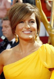 Talk about someone who only get MORE BEAUTIFUL with Age..  Mariska Hargitay has never looked Better!