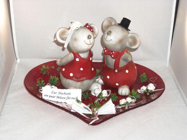 hier kommt eine hübsche Idee, Geld zur Hochzeit zu verschenken ... die zwei großen, total verliebten Keramikmäuse sind niedlich anzusehen ... der Bräutigam hat einen schwarzen Zylinder auf dem...