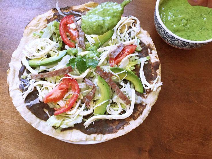 """Hoy les comparto la receta de las típicas Tlayudas Oaxaqueñas. Oaxaca (pronunciación: """"oajáka"""") es un estado en el sur de Mexico. Como buena Oaxaqueña, tengo que recomendarles algo típico de …"""