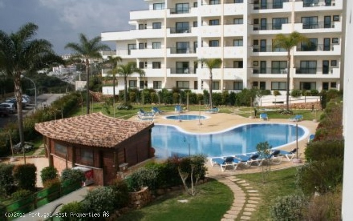 2 bedroom apartment with pool and seaview in Cerro de Malpique, Albufeira, Algarve, Portugal - Just 5 minutes walk to the Old Town square with a whole host of bars, shops restaurants and of course beaches, the location is perfect for holidays or permanent living without the need of a car. This apartment is one of the best in the area with fantastic sea views that will not be spoilt. - http://www.portugalbestproperties.com/component/option,com_iproperty/Itemid,7/id,953/view,property/#
