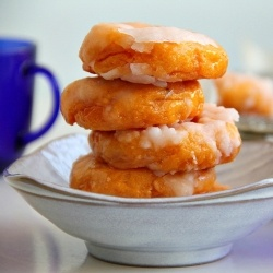 AUTUMN IS MY FAVORITE <3 Baked sweet potato donuts.