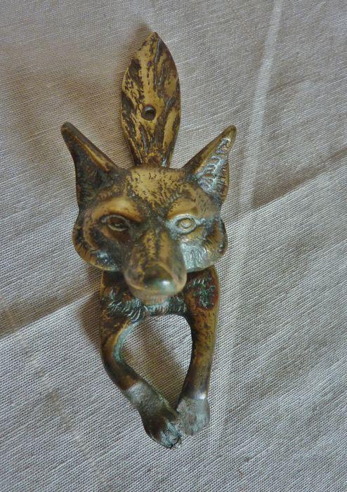 Zware koperen deurklopper met lijf en kop van een  vos, jacht thema