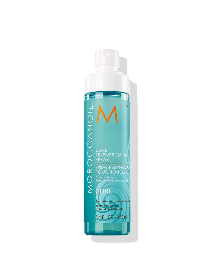 A curl refresher infused with nourishing argan oil, green tea and aloe leaf juice that puts bounce and vitality back into your style, whenever curls are in need of a boost. Moroccanoil® Curl Re-energi
