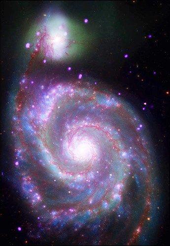 A Galáxia do Rodamoinho também é conhecida por M51, por ter sido o 51º item no catálogo do astrônomo Charles Messier.