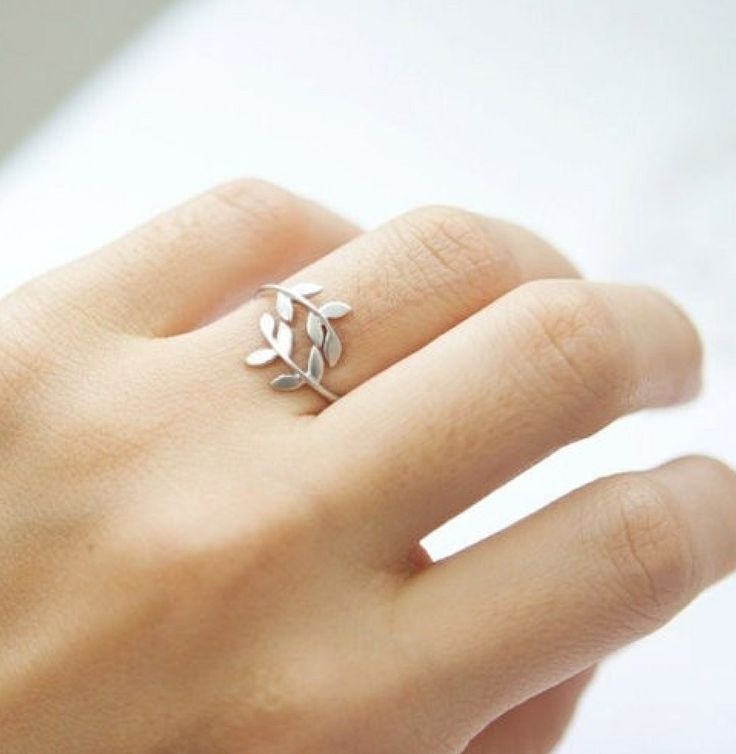 Sweet little ring with leaves. Looks like a mini greek head wreath ! :D - Save 50% - 90% on Special Deals at http://www.ilovesavingcash.com Pretty leafy ring