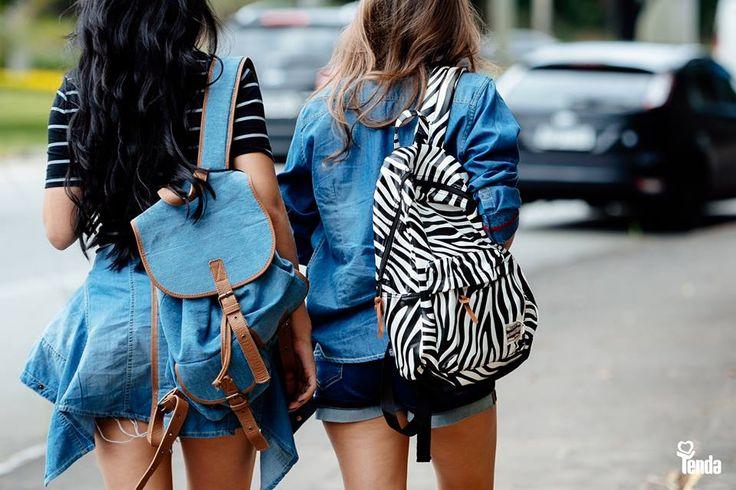 🔝🎒 💜 Deu zebra, deu jeans! Bora voltar às aulas usando mochilas estilosas como estas em jeans e animal print? #LojasTenda, a sua moda.