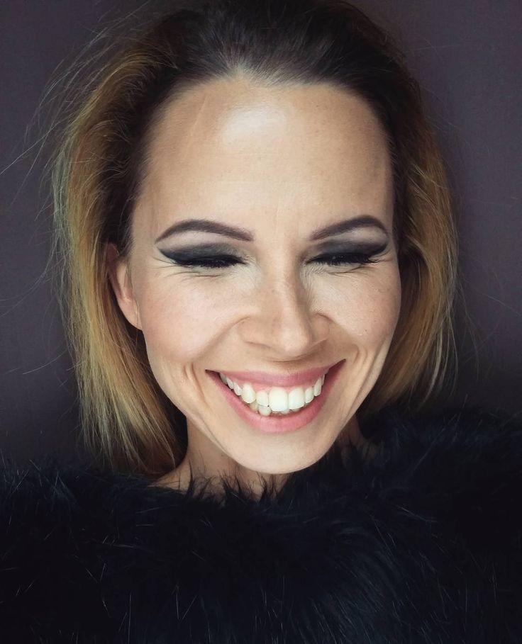 """12 kedvelés, 2 hozzászólás – Flóra Nagy (@floreszdelavega) Instagram-hozzászólása: """"Kedvenc milfem! 😍😍 #makeup #mua #mywork #photoshoot #makeupandphoto #beauty #mother #woman #happy…"""""""